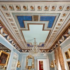 Arquitecturas fingidas con escudos de provincias de España