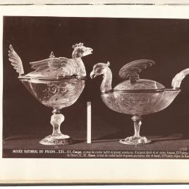 Vaso con forma de pavo y vaso en forma de águila