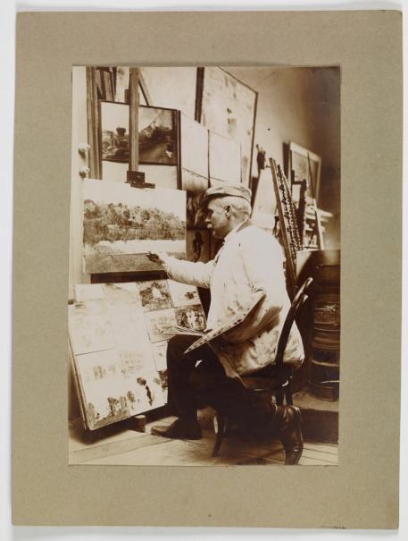 Cecilio Plá pintando un paisaje en su taller