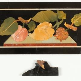 Placa con frutas y hojas