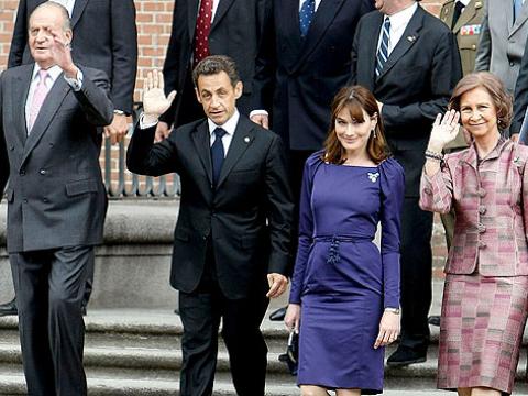 Los Reyes de España muestran a Sarkozy y a Bruni las nuevas adquisiciones del Museo Nacional del Prado