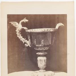 Vaso de sardónice con cabeza de águila