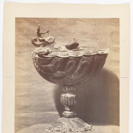 Copa avenerada de jaspe con caracol en la tapa
