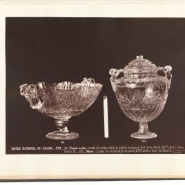 Bernegal de cristal con aves, frutos y asas en forma de cartones y Vaso de la Montería