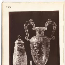 Copa de la Vendimia y jarra con asas en forma de bichas