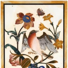 Placa con pájaro petirrojo y flores