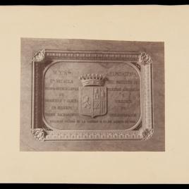 Placa con el escudo de Doña Micaela Desmaisieres López, vizcondesa de Jorbalán, fundadora del Instituto de Religiosas Adoratrices y Colegios de los Desamparados, situada en su sepulcro