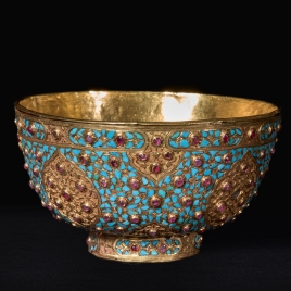 Gold tazza with turquoises and rubies