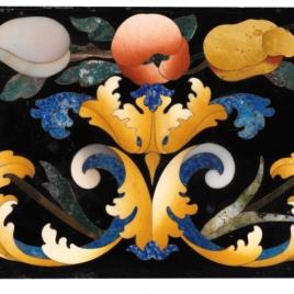 Placa con arabescos, flores y frutas