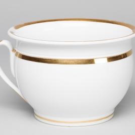 Orinal con asa de porcelana blanca con filo dorado