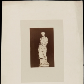 Escultura clásica femenina