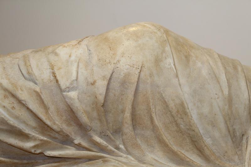 <p>Detalle, rodilla de Ariadna despu&eacute;s de la restauraci&oacute;n</p>