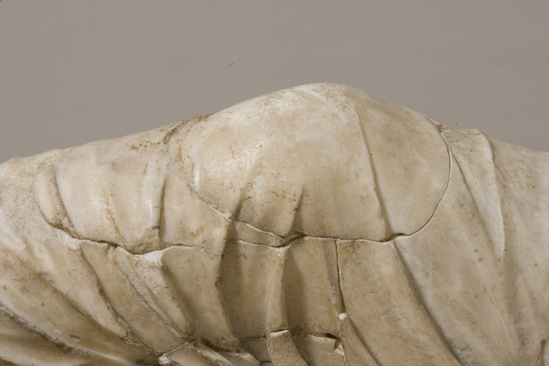 Detail of Ariadna's knee before restoration