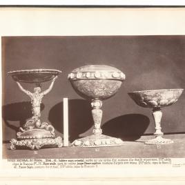 Copa con sirena de oro, Copa de jaspe con camafeos y esmeraldas, Copa de lapislázuli