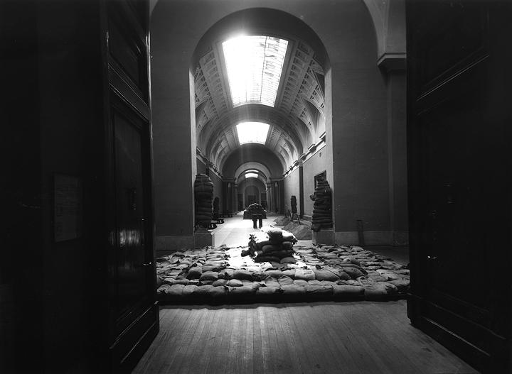 Bombs over the Museo del Prado