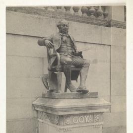 Museo del Prado, vista de la fachada norte o de Goya, antigua estatua de Goya de Aniceto Marinas
