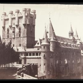 Vista del Alcázar y Torre de Juan II en Segovia