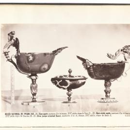 Copa abarquillada de ágata con sirena alada, copita abarquillada de ágata con dos mascarones y tapa, copa de jaspe abarquillada con dragón