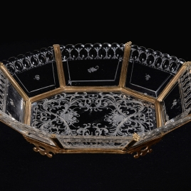 Octagonal tray with interlaced foliate decoration