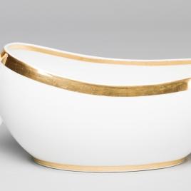 Orinal femenino o bourdalou, de porcelana blanca con filo dorado
