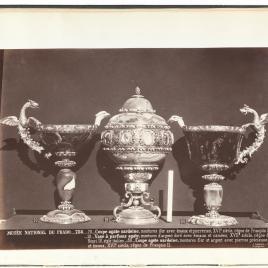 Copa gallonada de sardónice con cabeza de águila, vaso para perfumes de ágata y vaso de sardónice con cabeza de águila