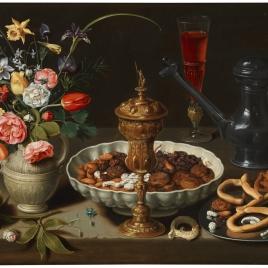 Bodegón con flores, copa de plata dorada, almendras, frutos secos, dulces, panecillos, vino y jarra de peltre