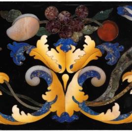 Placa con arabescos, frutas y flores