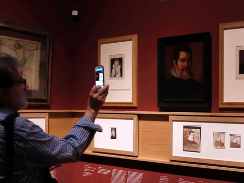El Museo Nacional del Prado muestra el primer libro de fotografía del arte español
