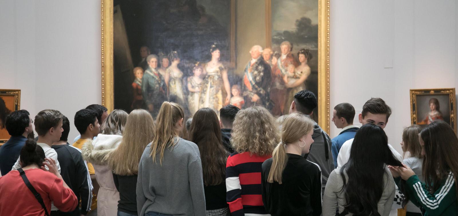 <em>La estética del poder: mujeres en el Museo del Prado</em>