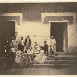 La familia Madrazo en el patio del Cuarto Dorado de La Alhambra de Granada