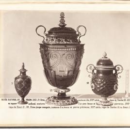 Pomo con enrejillado y cabeza de Medusa en oro,  copa de cuarzo ahumado y vaso en forma de orza con labor de panal