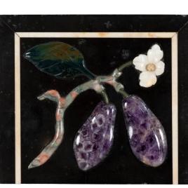Placa con frutas y flor
