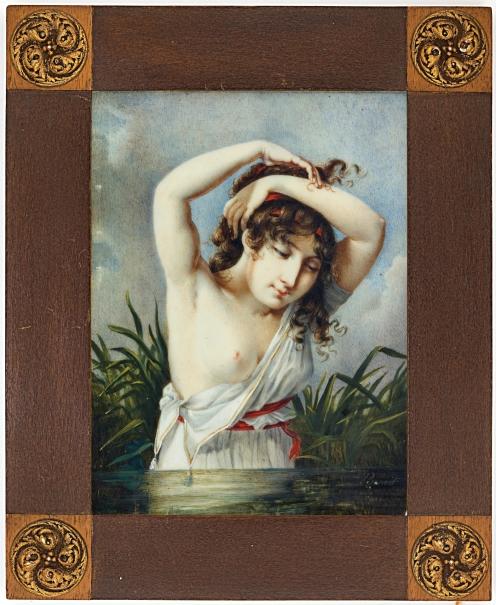 Mujer joven en un río