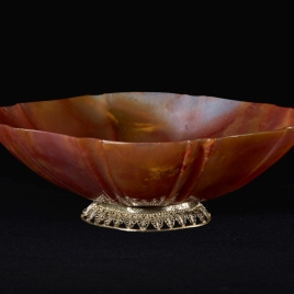 Boat-shaped tazza with a filigree foot
