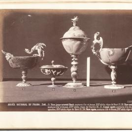 Copa de jaspe abarquillada con dragón, copita abarquillada de ágata con dos mascarones y tapa, copa con tapa y copa abarquillada de ágata con sirena alada
