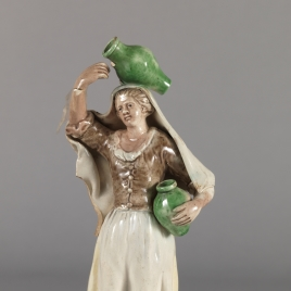 Figura femenina con jarros