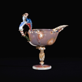 Boat-shaped agate cup with a winged siren