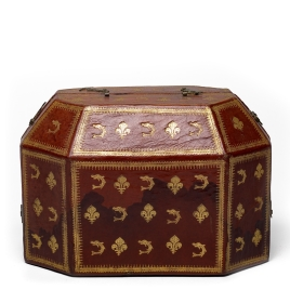 Case for octagonal coffer with engraving and cameos