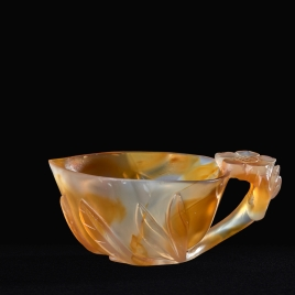 Agate cup in the form of a peach