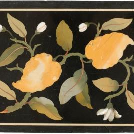 Placa con flores y hojas